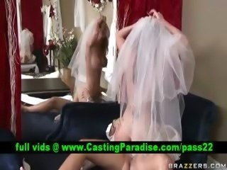 Kayla Paige stunning bride riding and gets cumshoot