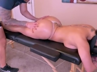 Thick ass wife gets an all inclusive massage after working out