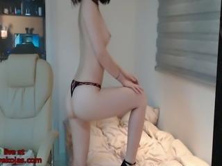 Sensual asian cam model shows her beautiful body