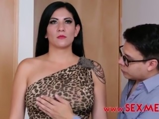 FREAK GUY HIPNOTIZES SEXY MOM IN ORDER TO FUCK HER IN THE ASS