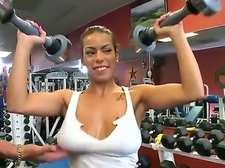 Jasmine has amazing natural boobs and she remains alone with her sexy trainer...