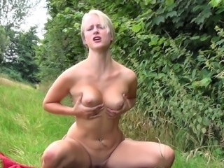 Outdoor Fuck ends up with a Squirt