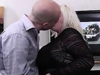 He bangs hot looking blon - date her on bbw-cdate.com