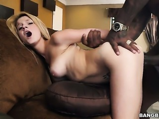 Blonde Hope Harper puts her luscious lips on rock solid sausage