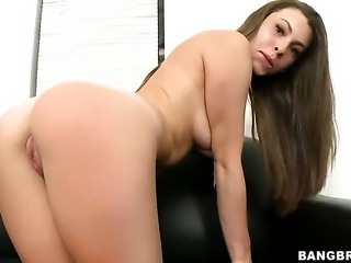 Brunette Jennifer Blaze asks her man to fuck her sweet mouth