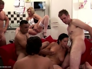 Mom squirts like whore in this gangbang