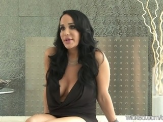 Big-Tit Nadya OCTOMOM Suleman plays with her pussy
