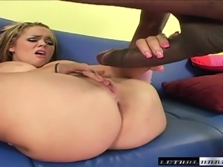 Big breasted bombshell Katie Kox has Justin Long stretching her pussy