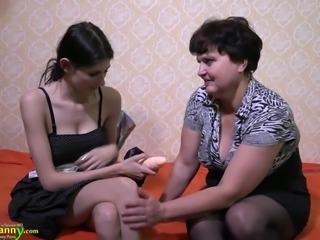 OldNanny mature lady enjoying lesbian strapon