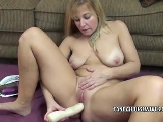 Curvy MILF Liisa is fucking her sweet twat with veggies