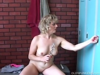 Awesome mature honey with a lovely smile and a sexy body imagines you were...