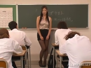 Sexy Japanese teacher Reiko Kobayaka is stripping for her class