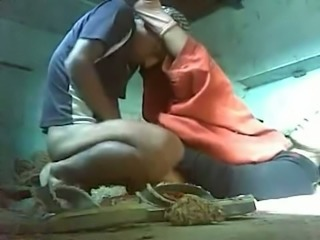 Mumbai worker fucks dirty amateur Indian mature slut missionary