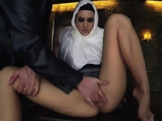 Arab gal gets free food for a steaming blowjob
