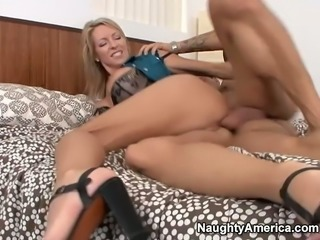 Wondrous blondie Emma Starr has nothing against a proper polishing of her holes