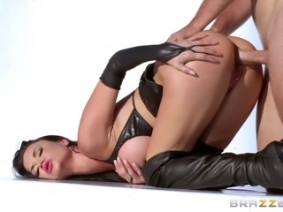 Stunning British MILF in leather gets plowed roughly outdoors