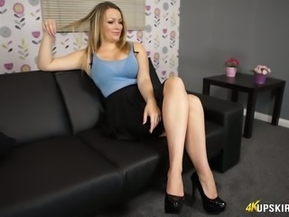 Chubby hottie Penny Lee showing wet punani upskirt