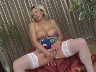 Mature slut mom masturbate alone