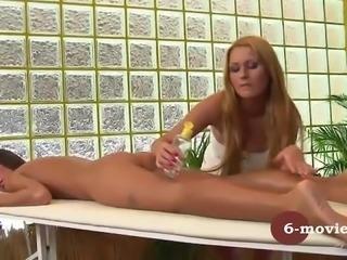 6-movies.com Lesbische Stiefschwestern Massage und Masturbation