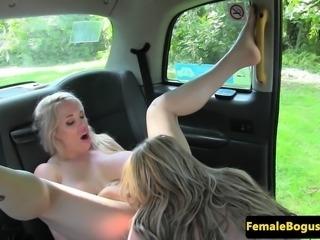 Bigtit cabbie analplays with lesbian client