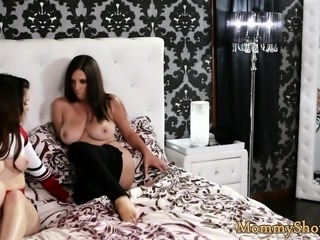 Bigass stepmom fingers her new stepdaughter