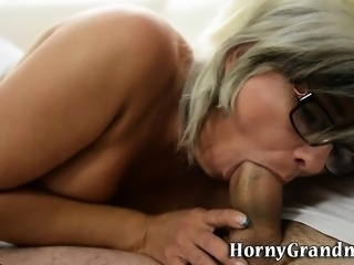 Mature granny gets oral