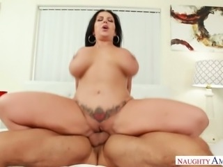 Sheridan Love is one curvy woman and her life is about love and sex