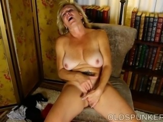 Old spunker loves talking dirty & fucking her juicy pussy