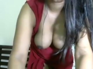 Indian Shakes Her nice natural Boobs