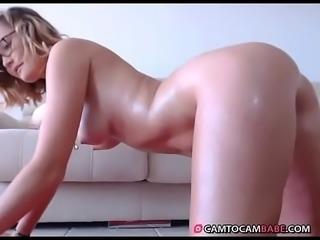 Hot girl teases smooth big ass live cam xxx