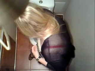 Toilet cam 1 - blonde woman pissing