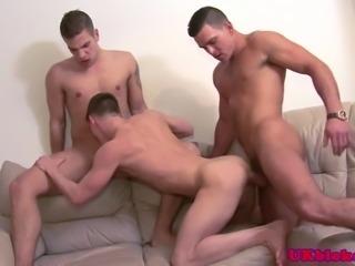 three english hot queers enjoy threeway