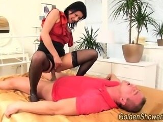 Peeing whore gets oral