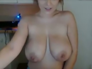 Smoking hot alluring webcam sexpot flashed her mesmerizing saggy boobies