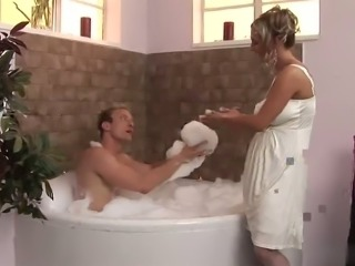 Hot babe fucks with her husband in bath