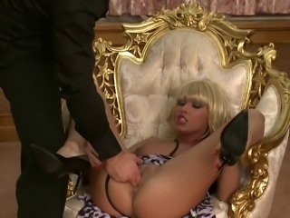 Erotic experience for stunning busty blonde Nikky Blond