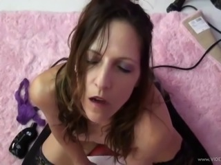 Skinny cougar with petite natural tits enjoying an awesome dildo machine fuck