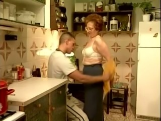 Chunky white mature lady in the kitchen seduced a young man