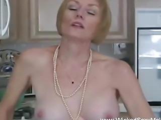 Amateur GILF Needs To Suck Dick