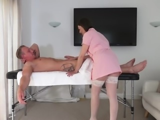 Kitty Creamer seduces a guy with her amazing blowjob skills