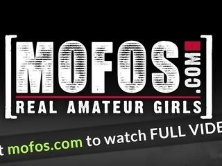 Mofos - Mofos World Wide - Monas a Moaner sta