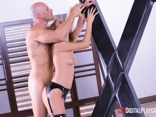 Jill Kassidy blindfolded by a hunk for a hot fucking session