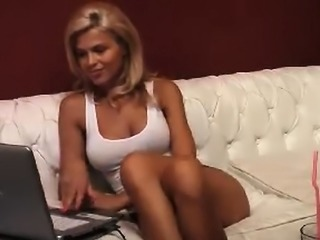 Skinny blonde want to have virtual sex