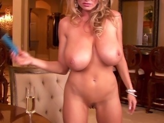 Classy Kelly screwing her pussy using nice toy