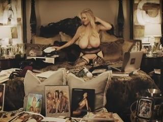 Busty babe Kelly Madison enjoys masturbating on her big bed