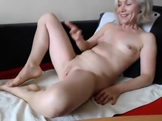 Mature wife really loves huge toys Amateur older