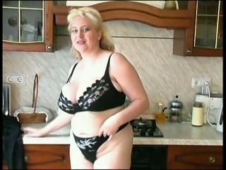 Slutty housewife with blonde hair is ready to pose in her black lingerie