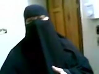 Lustful Arabian mom in hijab fucked bad doggystyle