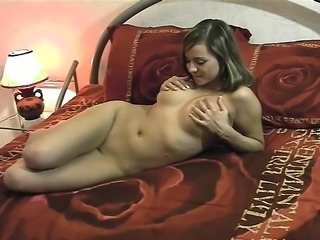 Amateur chick flashes her big boobs