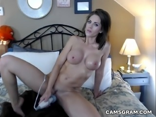 Pretty Busty Milf Like To Squirting